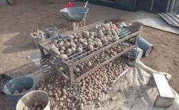 Dispositivo per la selezione delle patate e come prepararlo da solo